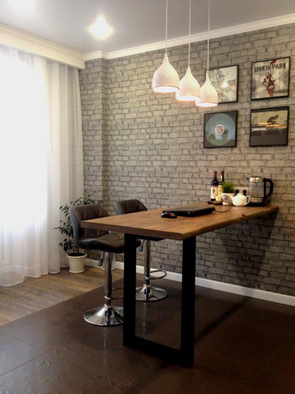 Барный стол-стойка в квартире-студии