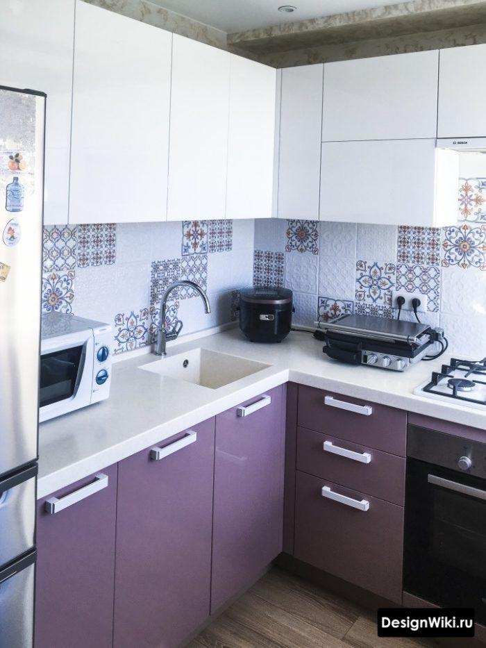 Белая акриловая кухонная столешница в хрущевке
