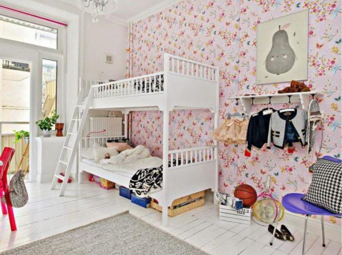 Белая двухъярусная кровать для девочек