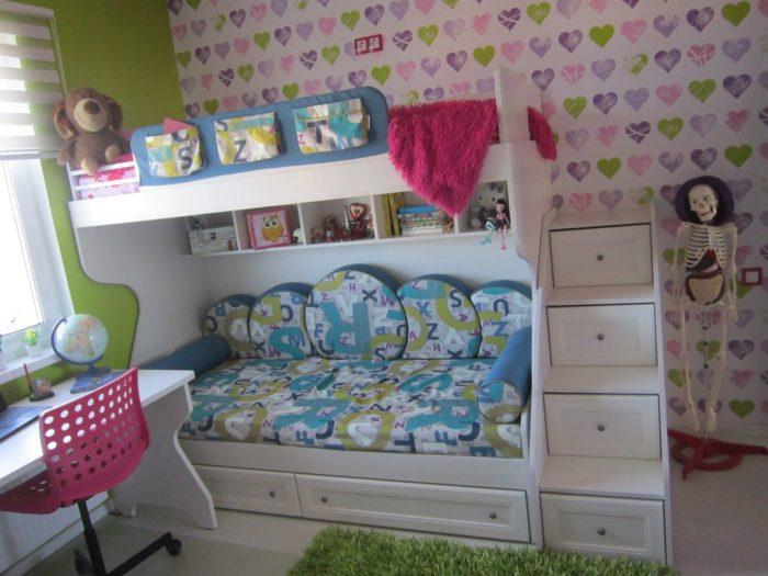 Белая мебель и классический стиль в детской