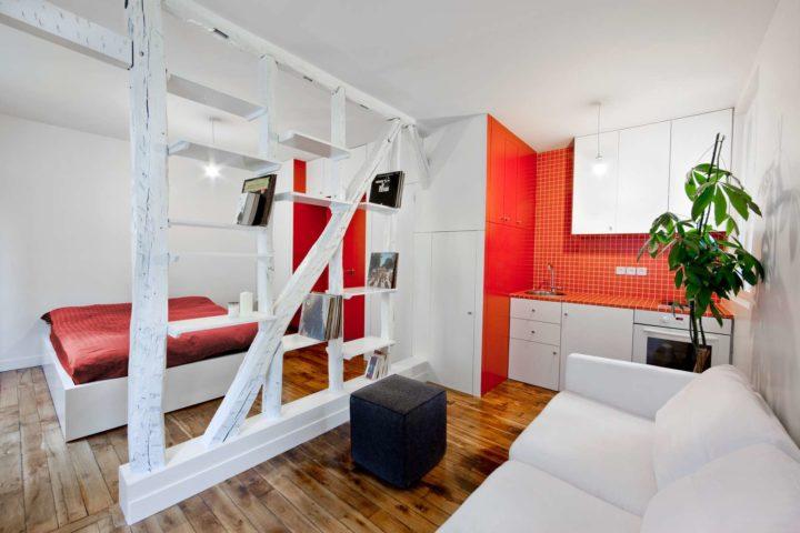 Бело-красная кухня с гостиной