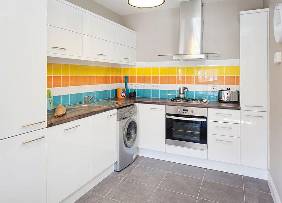 Глянцевая квадратная плитка на кухне