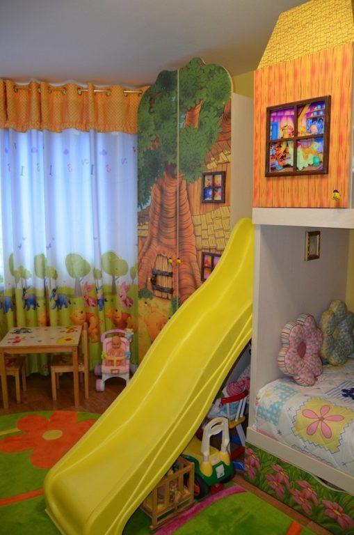 Детская горка в спальне для девочек