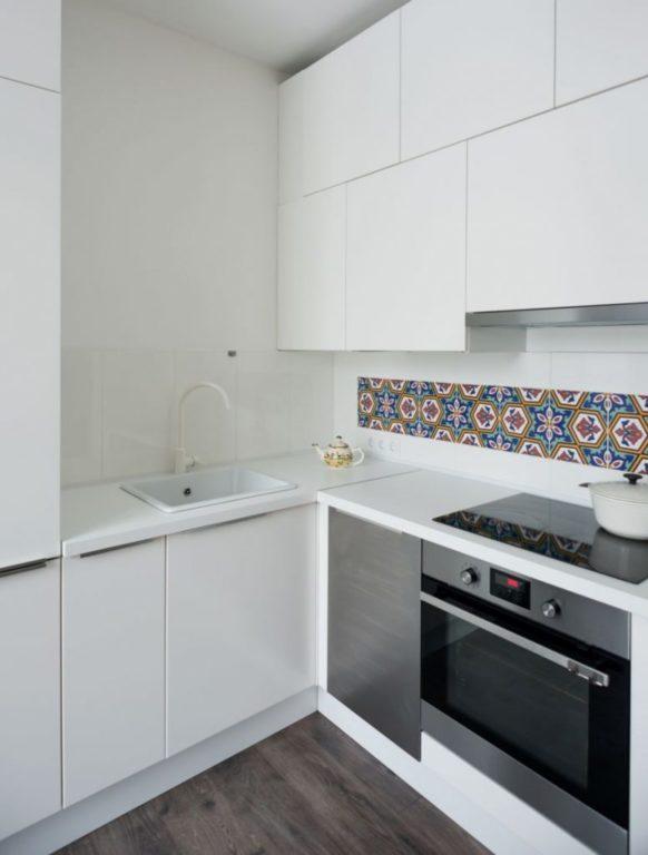 Дизайн кухни в хрущевке в стиле минимализм