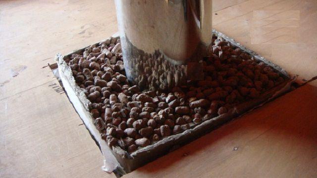 Короб, заполненный термоизоляционным материалов (в данном случае - керамзитом)