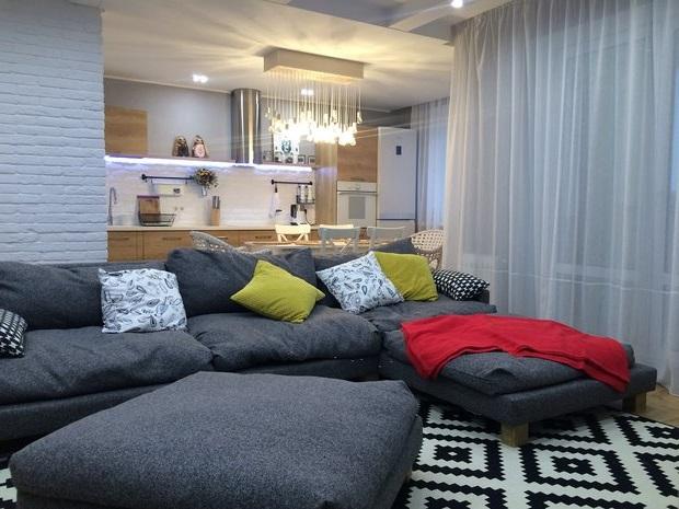 Зонирование квартиры-студии диваном
