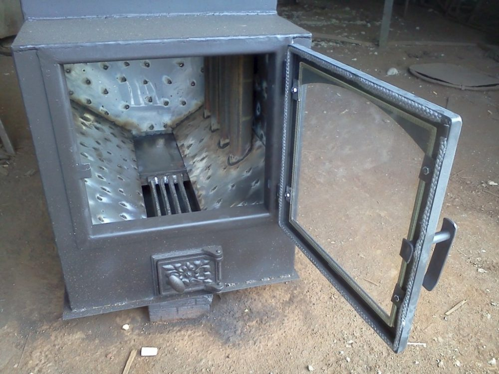 Металлическая печь с колосниковой решеткой