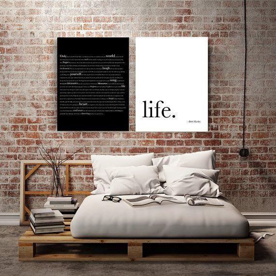 Обои с имитацией красного кирпича в интерьере спальни