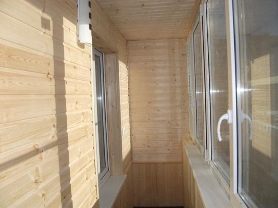 Отделка балкона деревянной вагонкой