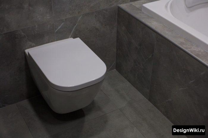 Отделка плиткой пола ванной