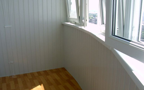 Отделка сайдингом внутри балкона