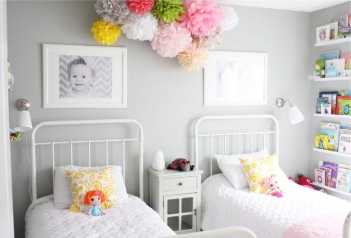 Параллельное расположение кроватей для девочек