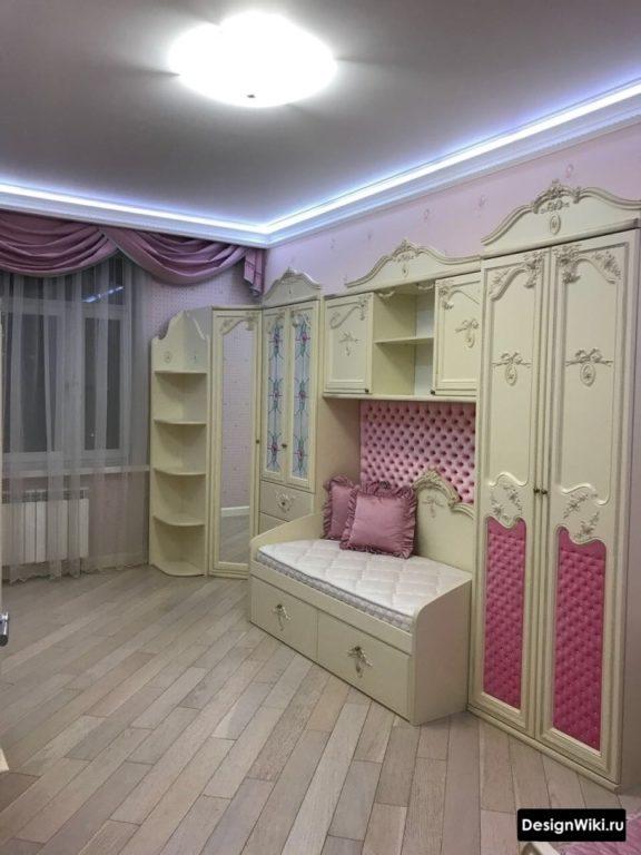 Паркет и потолок с подсветкой в комнате двоих девочек #дизайнинтерьера #детские