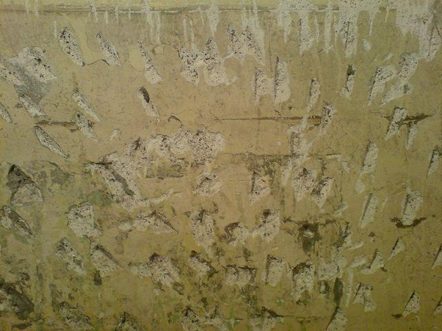 Насечки на стене улучшат сцепление штукатурного состава с поверхностью