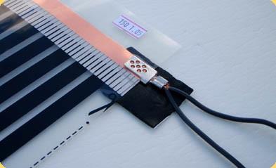 Пример правильной установки нижнего листа изоляции для контактных зажимов