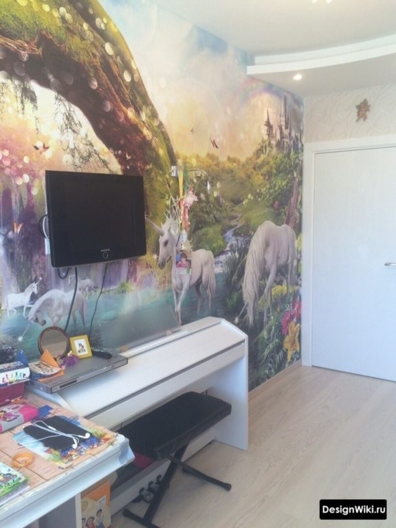 Рисунок фреска в комнате девочки подростка