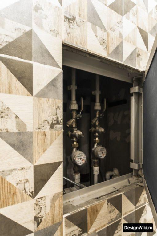 Скрытый люк над инсталляцией