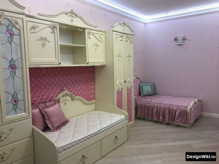 Спальня для двух девочек в классическом стиле