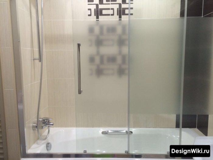 Стеклянная дверца на ванне в хрущевке