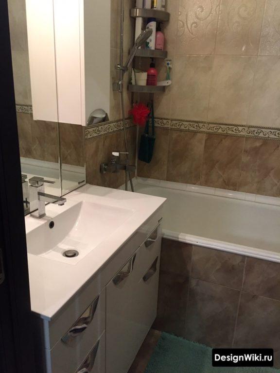 Шкаф и полки в ванной в хрущевке
