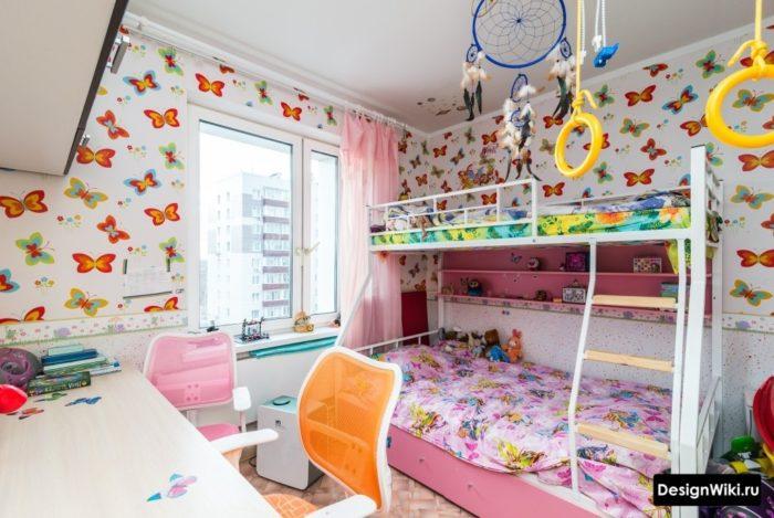 Яркие детские обои с бабочками в комнате девочек