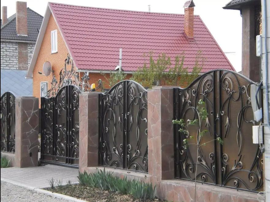 ворота распашные на даче