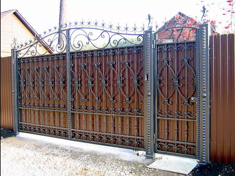 ворота с декоративной ковкой