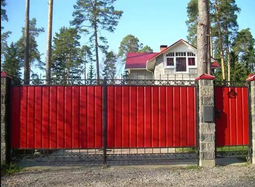 ворота с калиткой для загородного дома