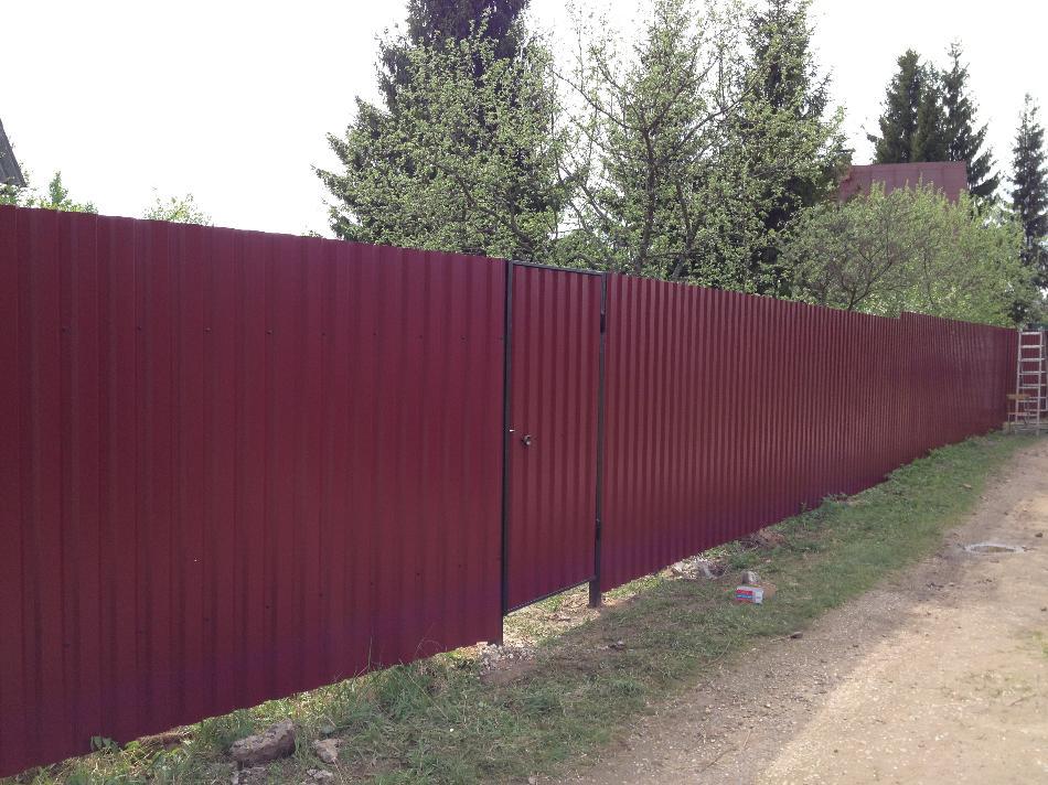 забор из профнастила темно-красный
