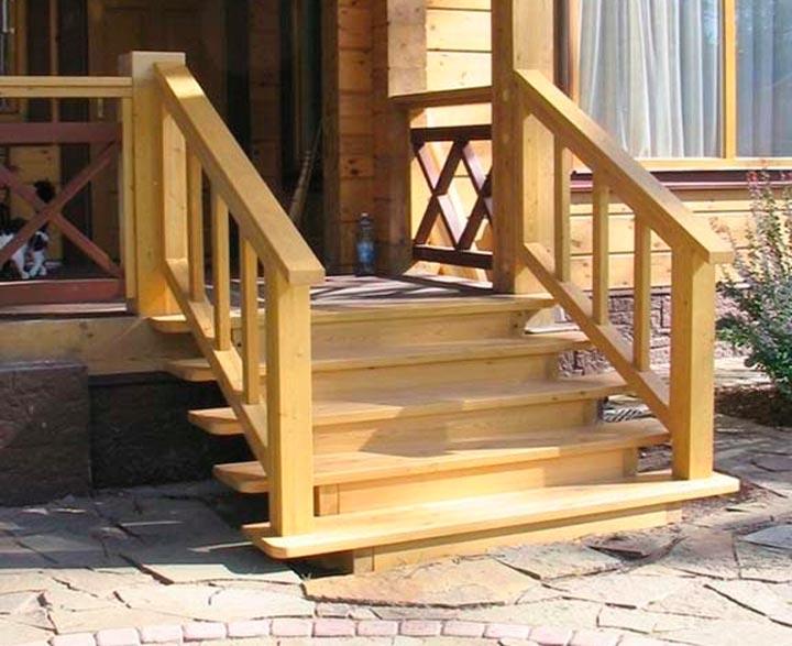 Закрытая лестница на крыльце
