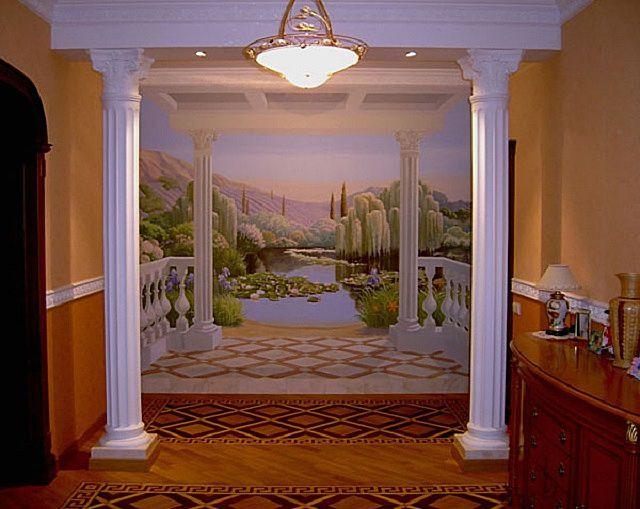 Выполненная по законам перспективы роспись, обрамлённая молдингами-полуколоннами, «раздвинула» пространство помещения