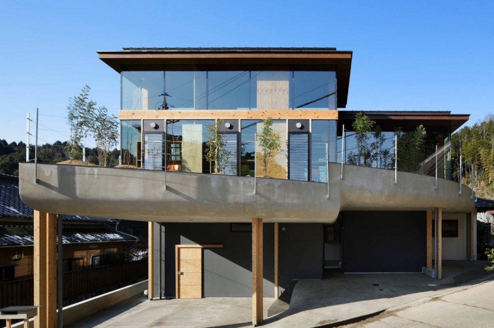 плоская крыша на мансарде из стекла