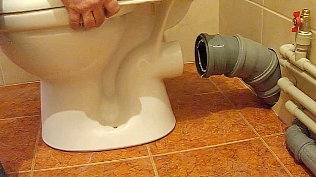 Правильно подключенный к канализации унитаз — это минимизация рисков возникновения некоторых видов засоров.