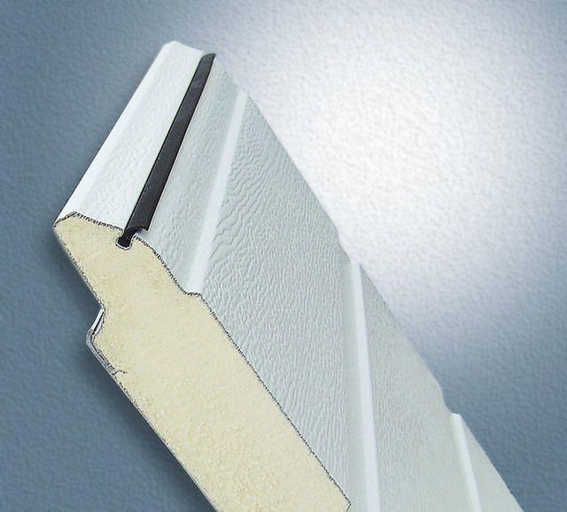 У подъемно-поворотных и секционных ворот заводского изготовления уже предусмотрена теплоизоляция из пенополиуретана