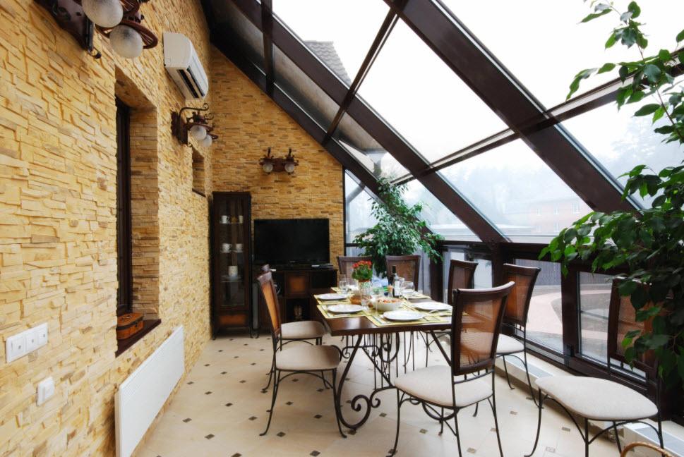 терраса под стеклянной крышей