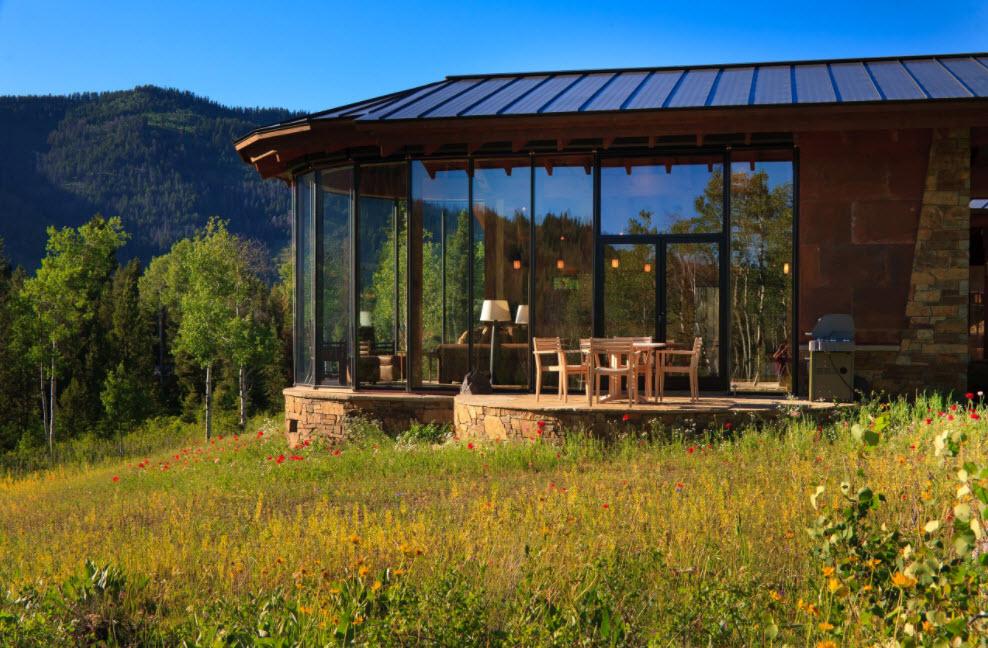 уютная терраса под стеклом