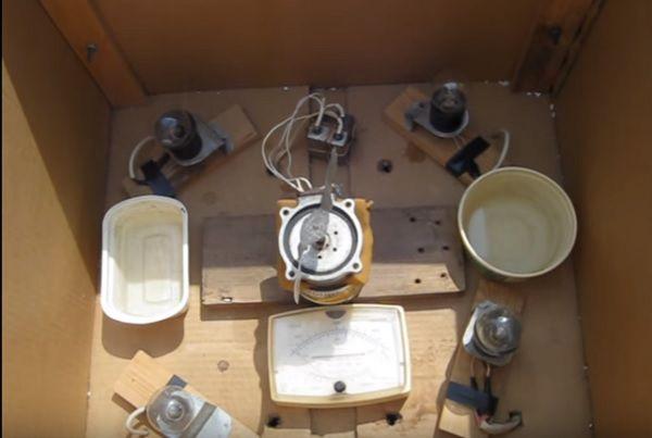 Отверстия для электропроводки и установка других устройств на дне короба