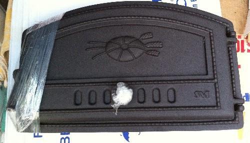 Пример заводской печной дверцы с отверстиями и заслонкой для них