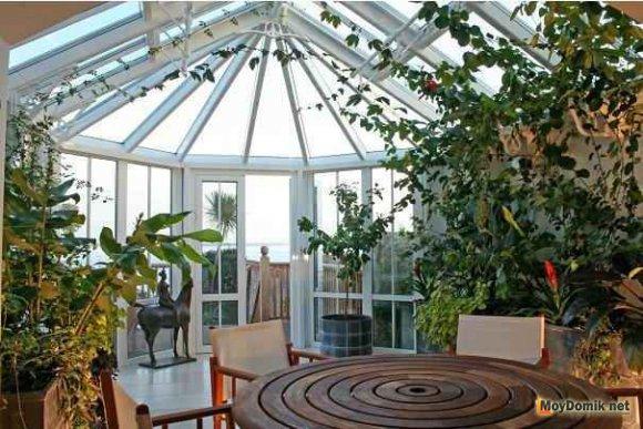 Зимний сад с купольной крышей