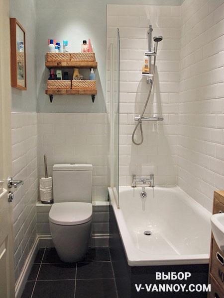 Используйте небольшие полки для хранения, размещая их над унитазом, ванной, либо входной дверью.