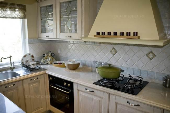 Классическая п-образная кухня
