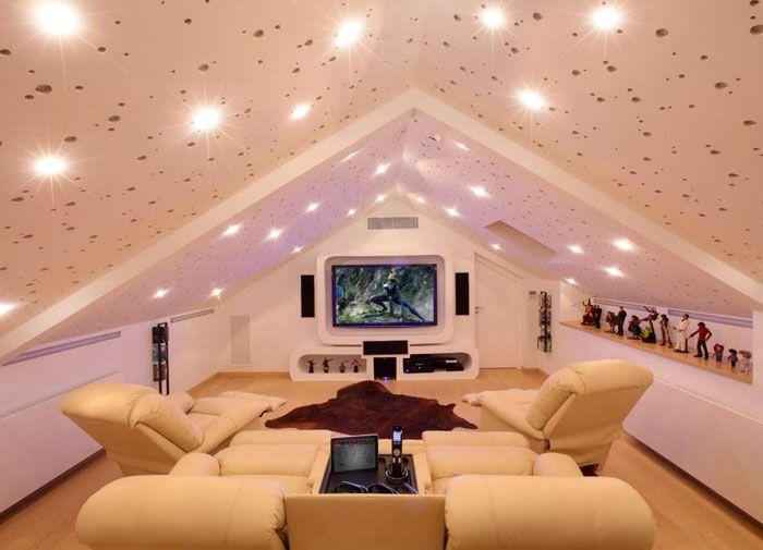 Современный комфортный домашний кинотеатр под звёздным небом