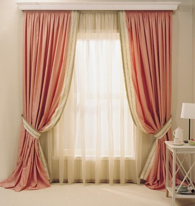 С помощью шторной ленты очень удобно формировать на ткани частые мелкие складки