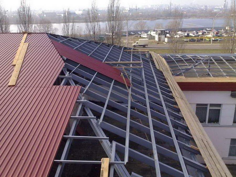 Стропильная система вальмовой крыши из металла
