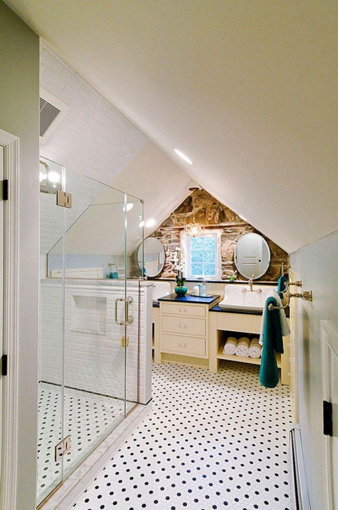 При грамотных расчётах ванная комната в мансарде станет гордостью хозяев