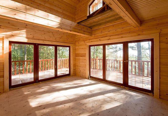 А вот так выглядит интерьер дома из клееного бруса. Отделка не требуется