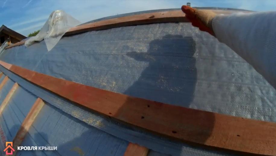 Фото крепления ветрозащиты на коньке