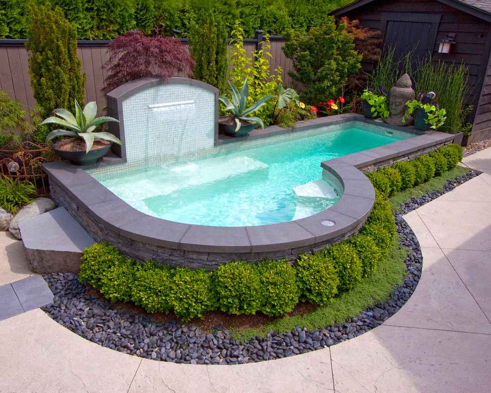 ландшафтный дизайн дома с бассейном