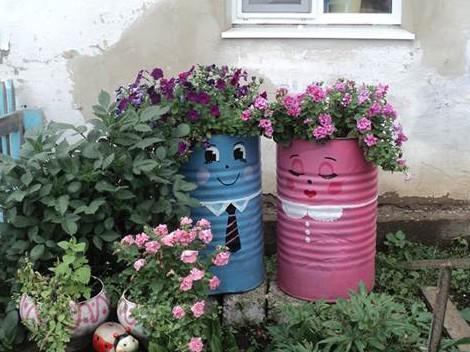 Как можно разукрасить бочки и баки в саду