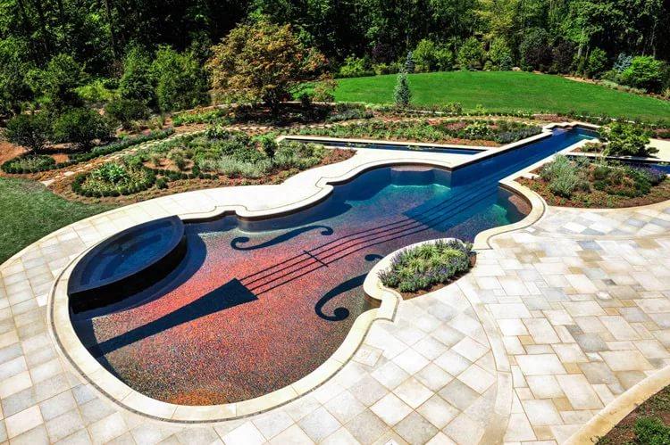 Ландшафтный дизайн дома с бассейном 45 фото